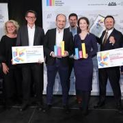 Verantwortliche von APA und styria digital one mit den letztjährigen Gewinnern