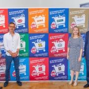 V.l.n.r.: Rainer Will (Geschäftsführer Handelsverband), Peter Hörlezeder (Geschäftsführer Hello), Karin Saey (Bereichsleiterin Handel Dorotheum) und Norbert Scheele (Vizepräsident des Handelsverbandes) mit dem Kampagnen-Sujet