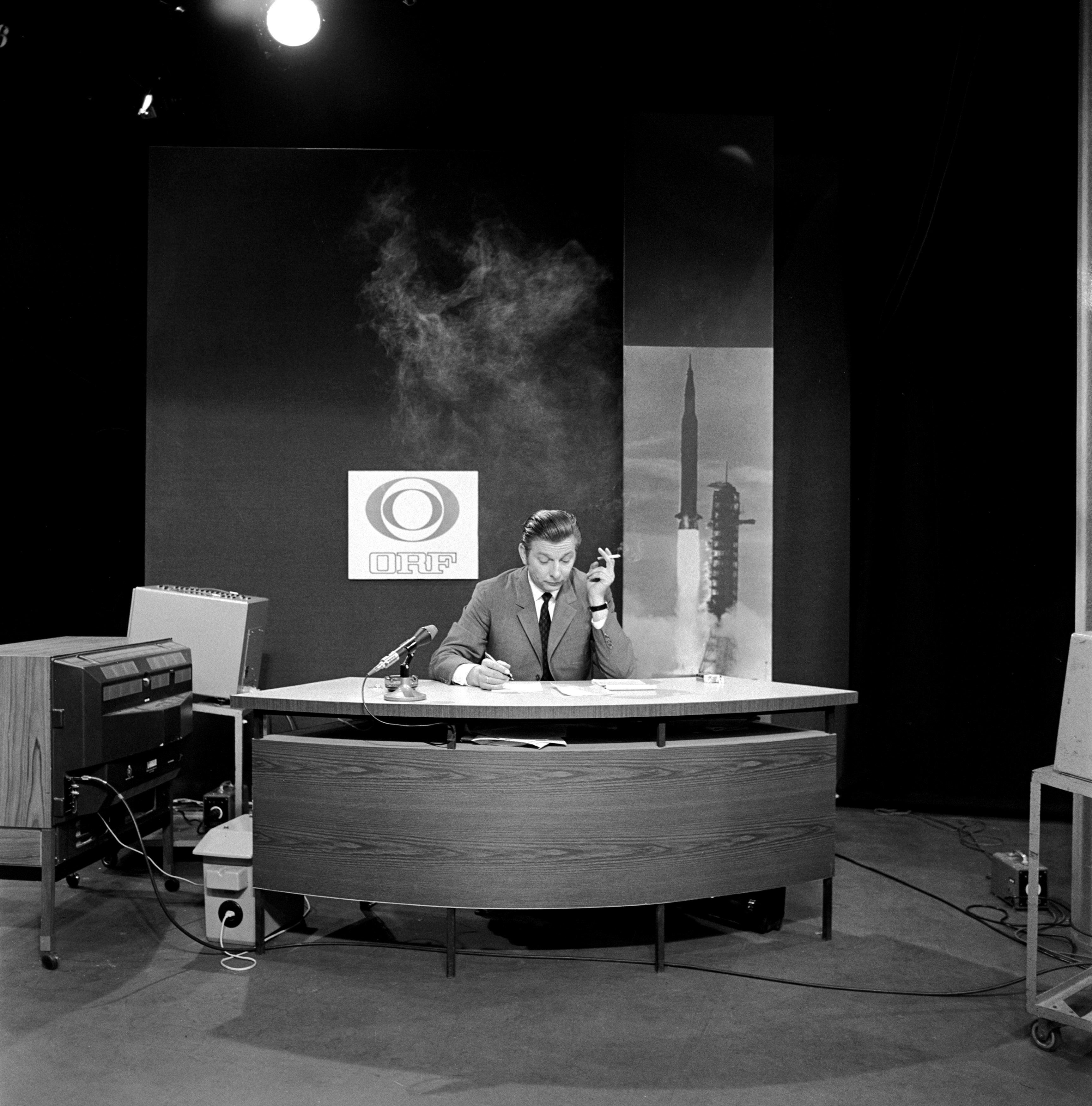 Hugo Portisch bei der ORF-Übertragung der Mondlandung 1969