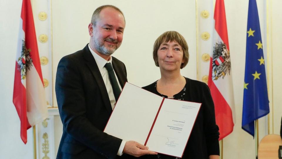 Kulturminister Thomas Drozda verlieh den Staatspreis für Literaturkritik 2017 an Evelyne Polt-Heinzl