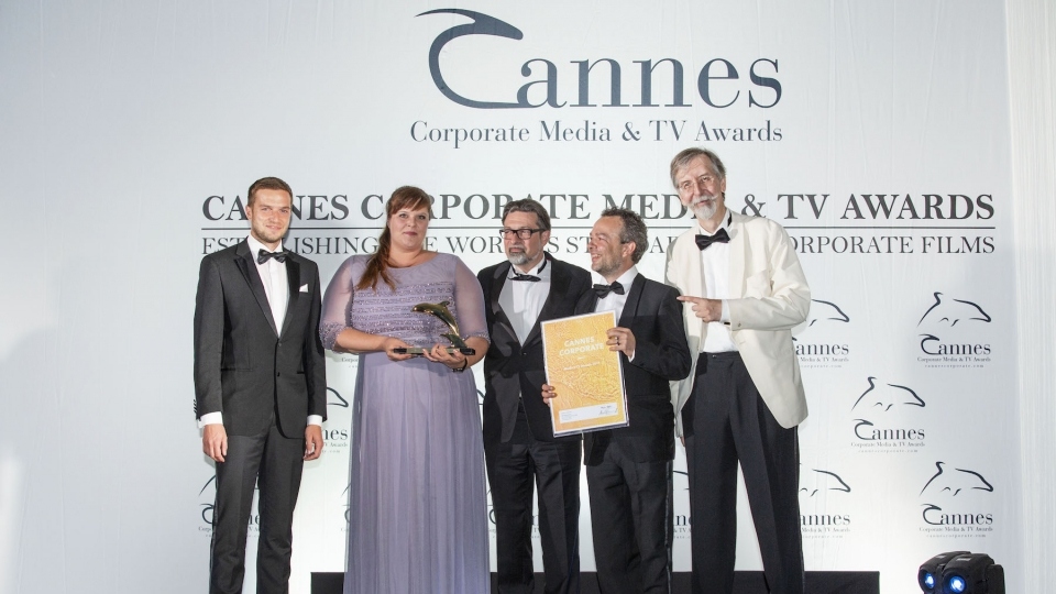 V.l.n.r.: Max Wegscheider und Ingrid Gogl (ÖBB), Markus Riedl und Martin Wolfram (News on Video), Alexander V. Kammel (Gründer Cannes Corporate Media & TV Awards)